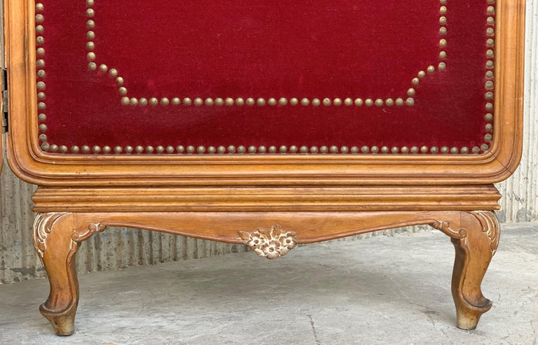 French Red Velvet Three-Panel Screen Adorned with Antique Brass Tacks For Sale 2