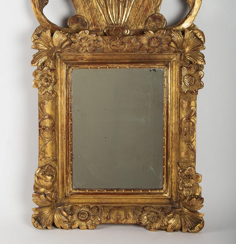 French Regence Provencal Period, Small Giltwood Top-Front Mirror, circa 1720 In Good Condition For Sale In Saint Ouen, FR