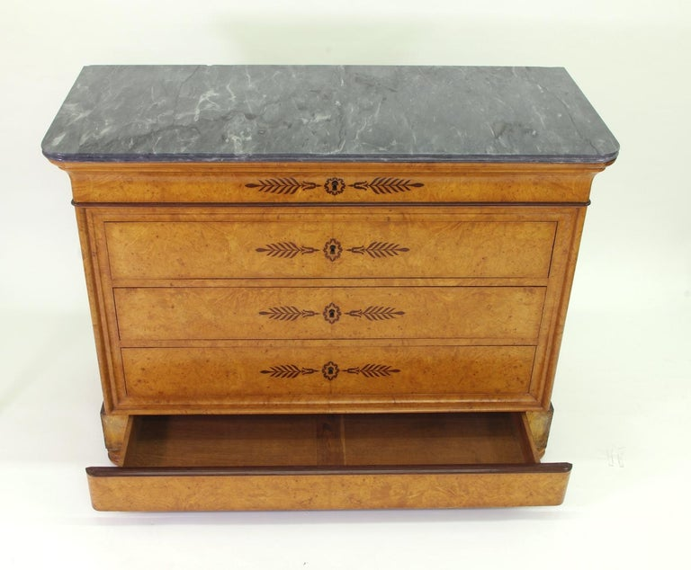 19th Century French Restauration Burr Ash Chest of Drawers, circa 1825 For Sale
