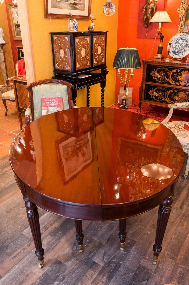 French Restauration Period Mahogany Dining Table, circa 1815-1820 For Sale 1