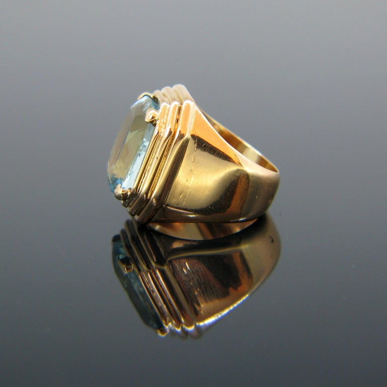 Women's or Men's French Retro Aquamarine Rose Gold Cocktail Ring For Sale