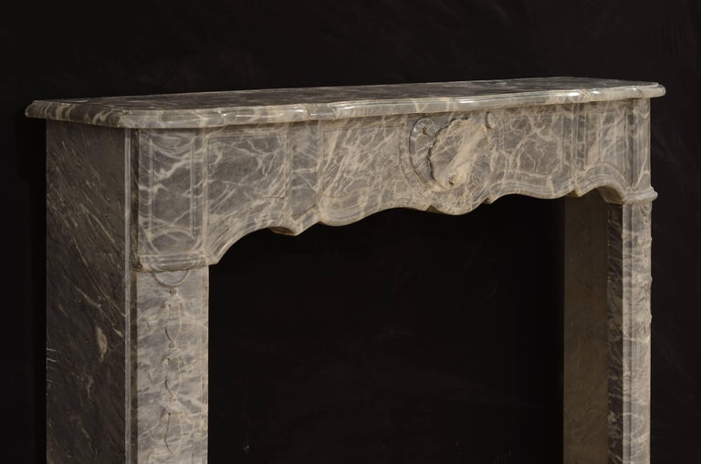 French Régence Fireplace Mantel in Grey Marble For Sale 2