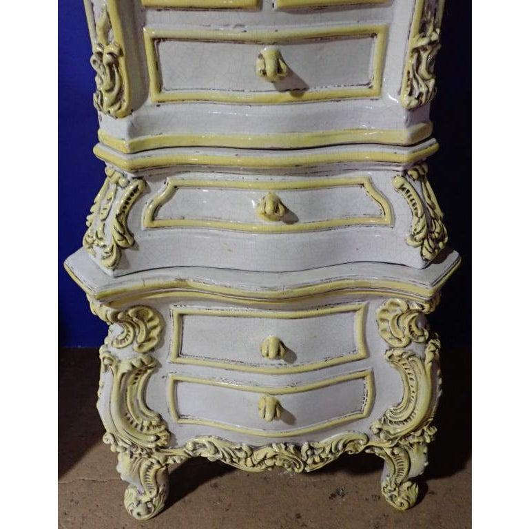 French Rococo Style Yellow and White Glazed Ceramic Kachelofen Stove   For Sale 1