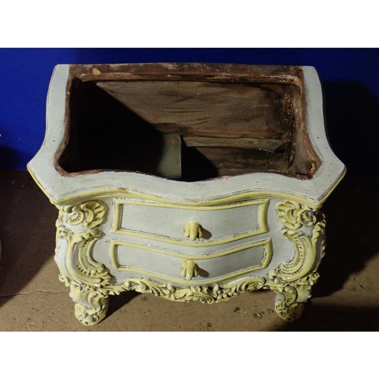 French Rococo Style Yellow and White Glazed Ceramic Kachelofen Stove   For Sale 4