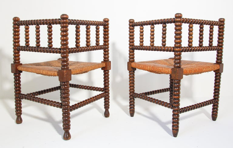French Rush-Seat Corner Chairs in Turned Oak and Cane, France For Sale 8