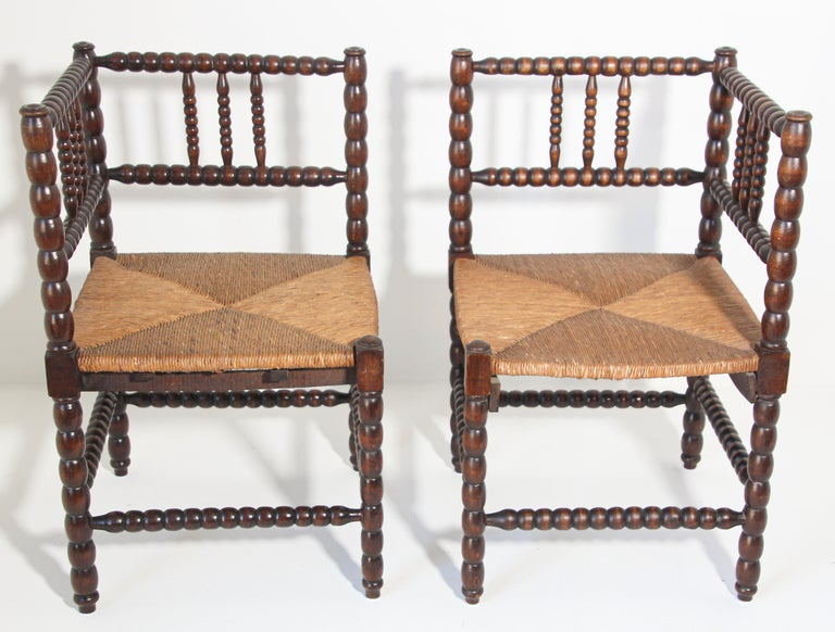 French Rush-Seat Corner Chairs in Turned Oak and Cane, France For Sale 10