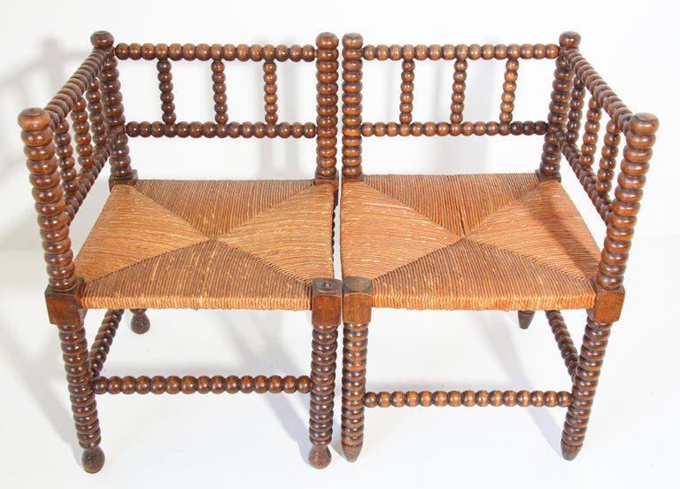 French Rush-Seat Corner Chairs in Turned Oak and Cane, France In Good Condition For Sale In North Hollywood, CA