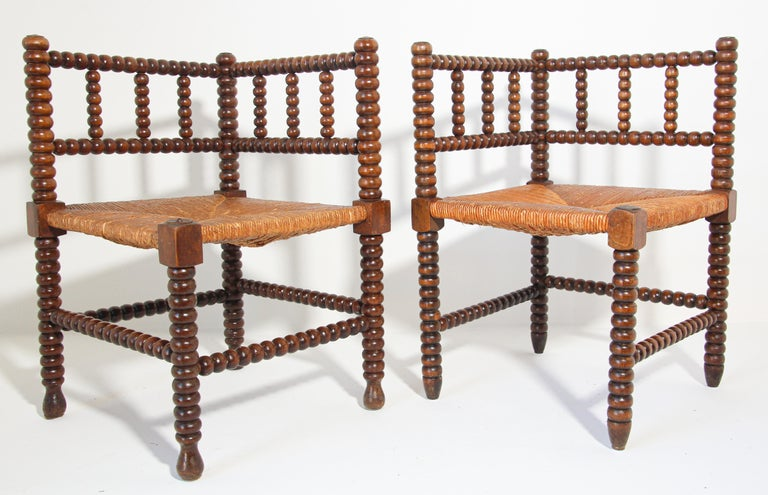 French Rush-Seat Corner Chairs in Turned Oak and Cane, France For Sale 1