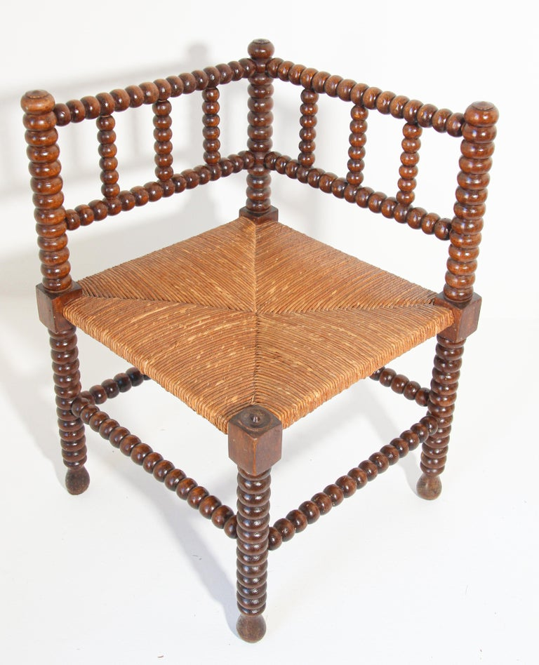 French Rush-Seat Corner Chairs in Turned Oak and Cane, France For Sale 2