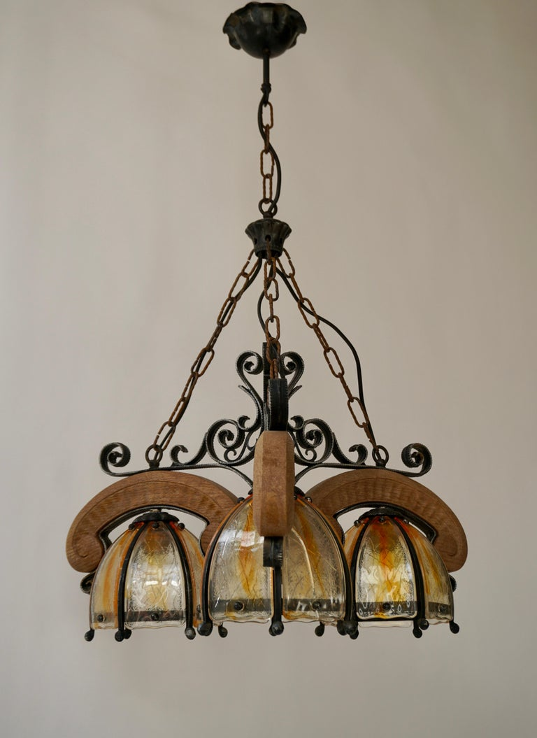 French Rustic Wood and Glass Chandelier In Good Condition For Sale In Antwerp, BE