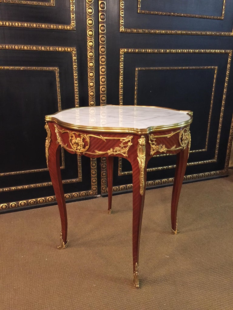 French Salon Table with Marble in Louis Quinze Stile In Good Condition For Sale In Berlin, DE