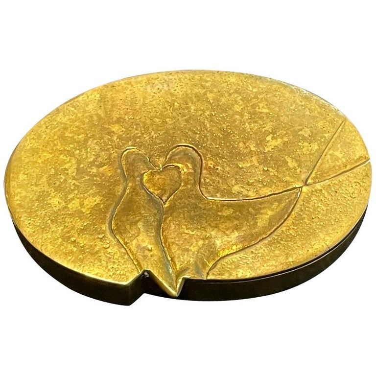 An oval shape poudrier gilt bronze box by Parisian art jeweler Line Vautrin (1913-1997) circa 1950. The name of this lovely box is called
