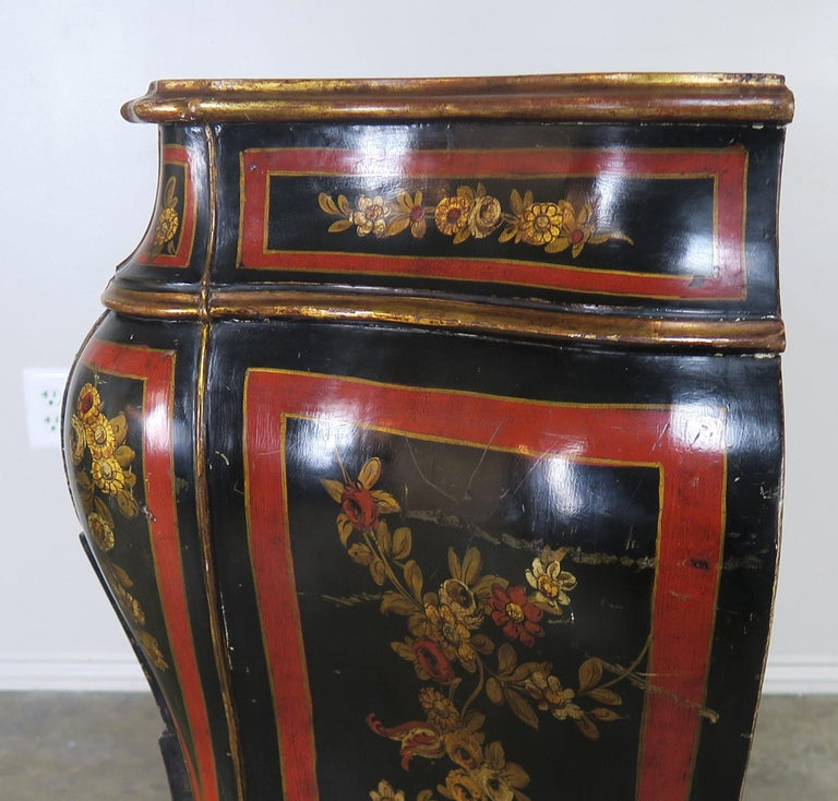 French Serpentine Shaped Chinoiserie Painted Chest of Drawers, circa 1930s For Sale 5