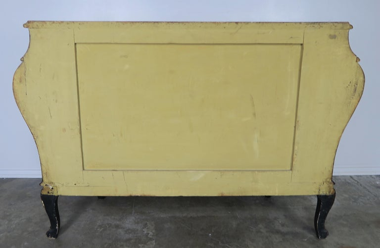 French Serpentine Shaped Chinoiserie Painted Chest of Drawers, circa 1930s For Sale 7