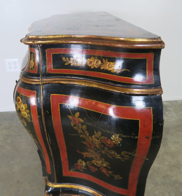 French Serpentine Shaped Chinoiserie Painted Chest of Drawers, circa 1930s In Good Condition For Sale In Los Angeles, CA
