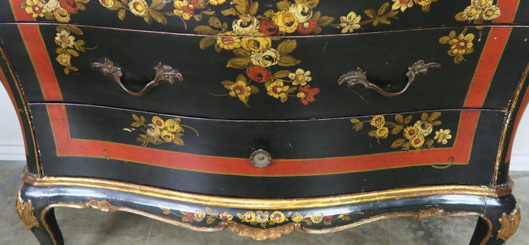 Mid-20th Century French Serpentine Shaped Chinoiserie Painted Chest of Drawers, circa 1930s For Sale