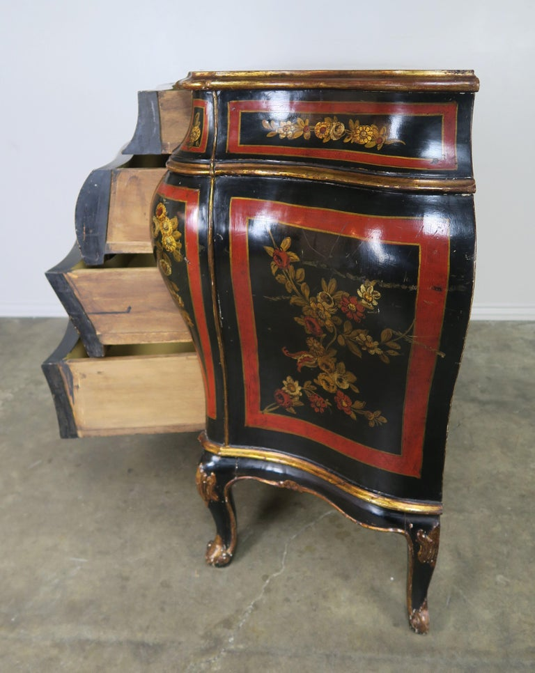 French Serpentine Shaped Chinoiserie Painted Chest of Drawers, circa 1930s For Sale 1