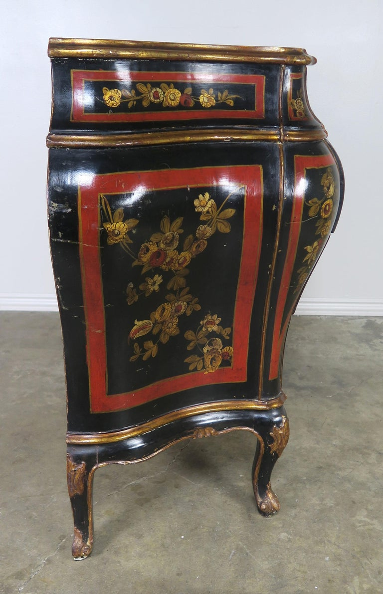 French Serpentine Shaped Chinoiserie Painted Chest of Drawers, circa 1930s For Sale 2