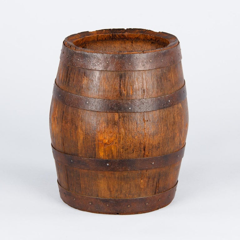 French Small Oak Wine Barrel from Provence, 1920s In Good Condition For Sale In Austin, TX