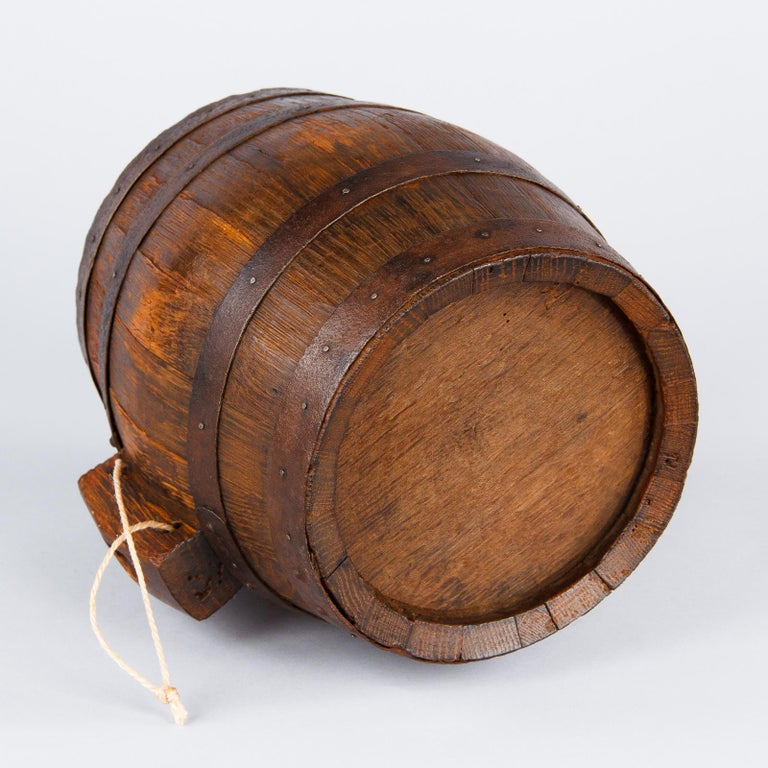 French Small Oak Wine Barrel from Provence, 1920s For Sale 2