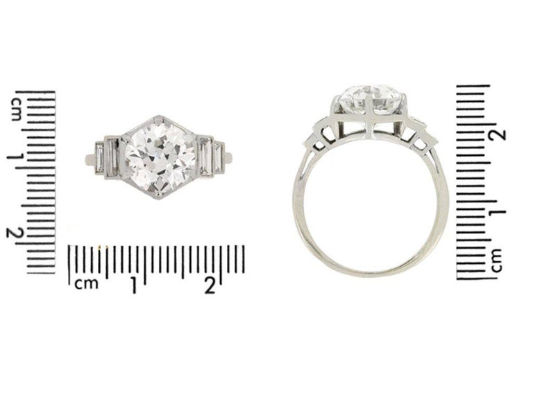 French Solitaire Diamond Engagement Ring with Diamond Set Shoulders In Good Condition For Sale In London, GB