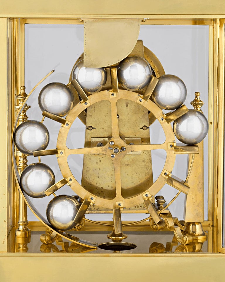 French Spherical Weight Mantel Clock In Excellent Condition In New Orleans, LA