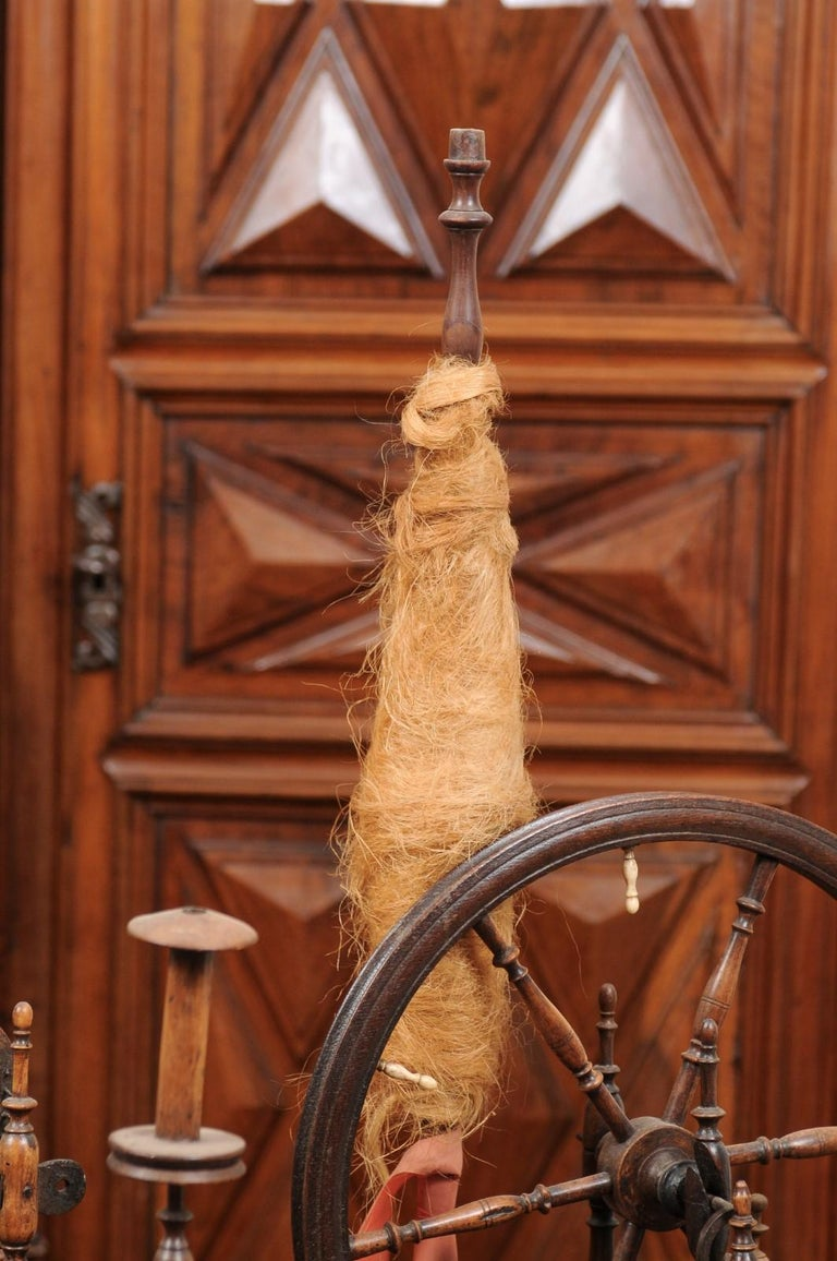 Rustic French Spinning Wheel with Original Parts from the 18th Century In Good Condition For Sale In Atlanta, GA