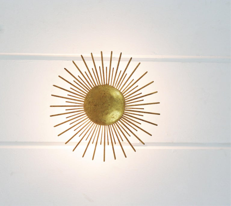 French Sunburst Light Fixture in Gilt Wrought Iron, 1940s In Good Condition For Sale In Barcelona, ES