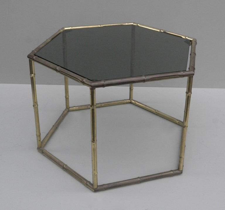 French Symmetrical Gold Metal Bamboo Side Table with Dark Glass Top In Good Condition For Sale In Den Haag, NL
