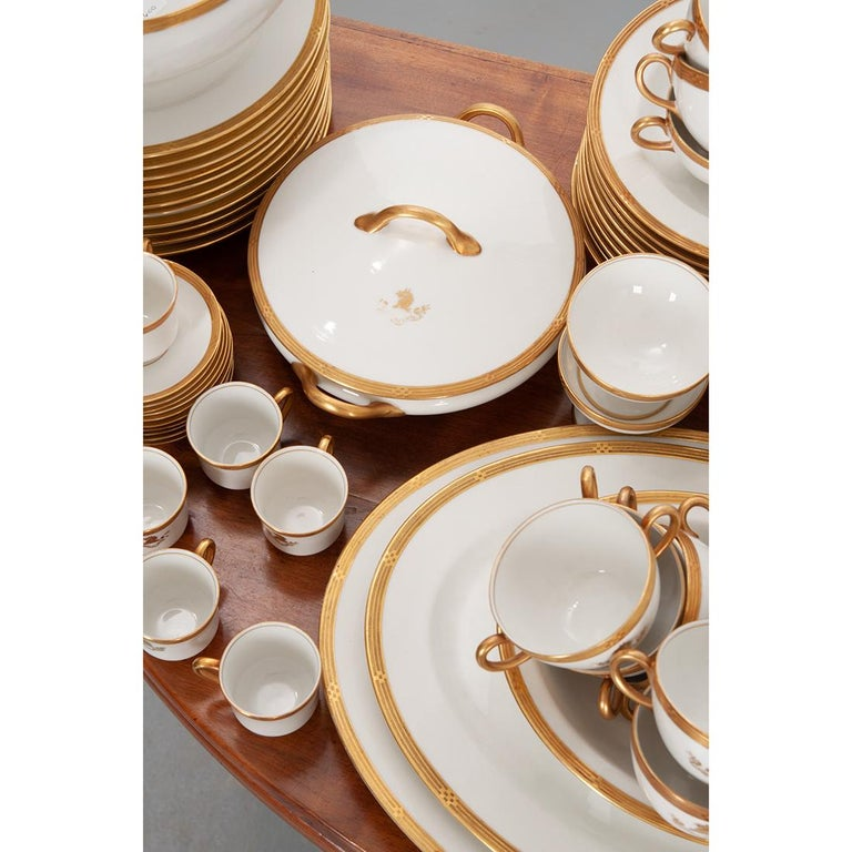 French Syracuse China 132-Piece Parcel Dinner Service For Sale 4
