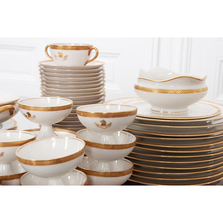 French Syracuse China 132-Piece Parcel Dinner Service For Sale 5