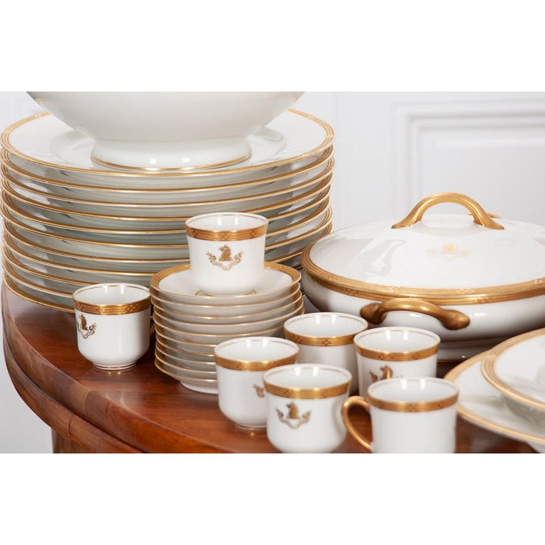 French Syracuse China 132-Piece Parcel Dinner Service In Good Condition For Sale In Baton Rouge, LA