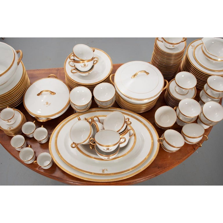 French Syracuse China 132-Piece Parcel Dinner Service For Sale 1