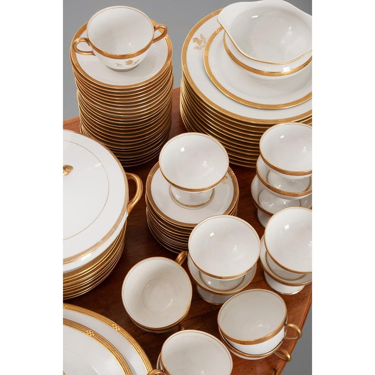 French Syracuse China 132-Piece Parcel Dinner Service For Sale 2