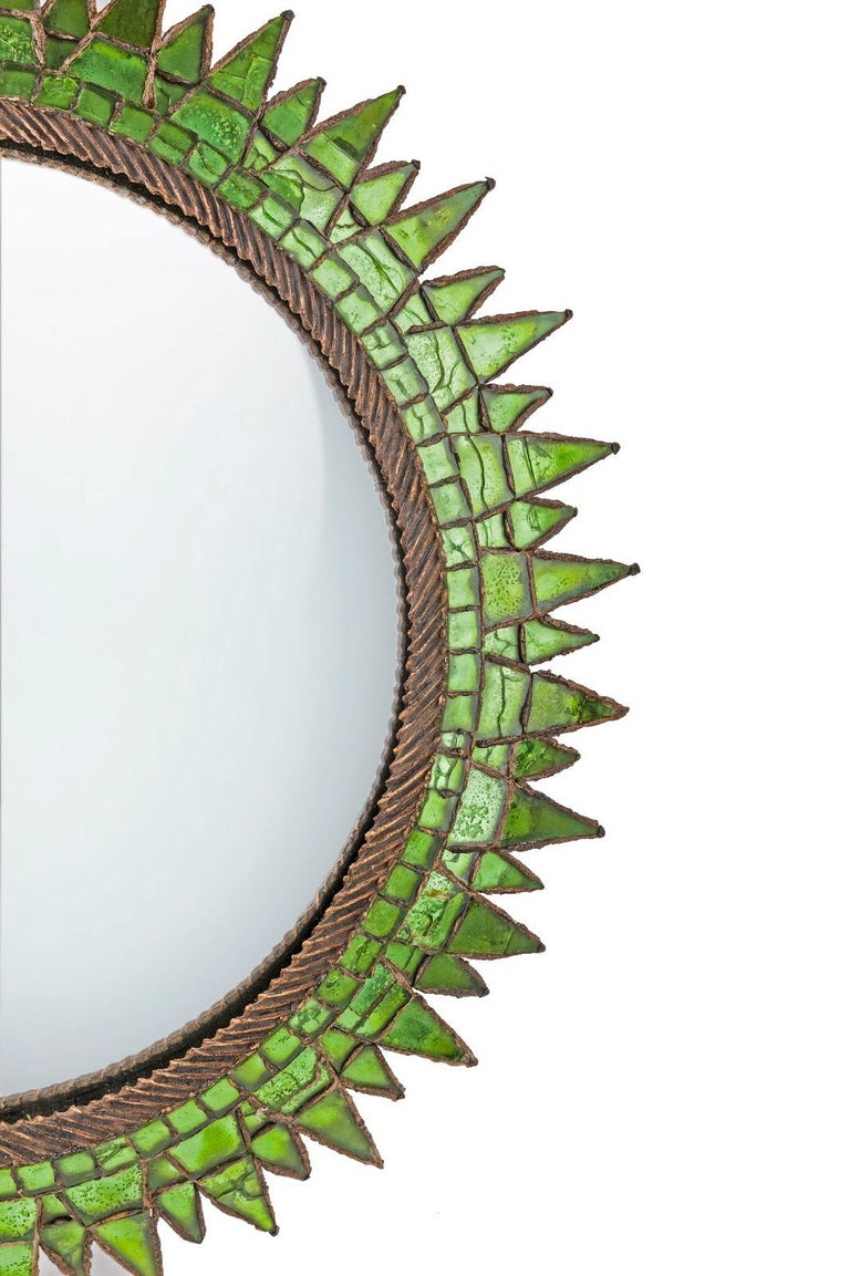 A Line Vautrin (France) soleil à pointes Numéro 4 Talosel structure with incrusted mirrors in one of the most desirable color: Emerald green! Convex central mirror. The largest sizes of Soleil à pointes mirror by Line Vautrin.