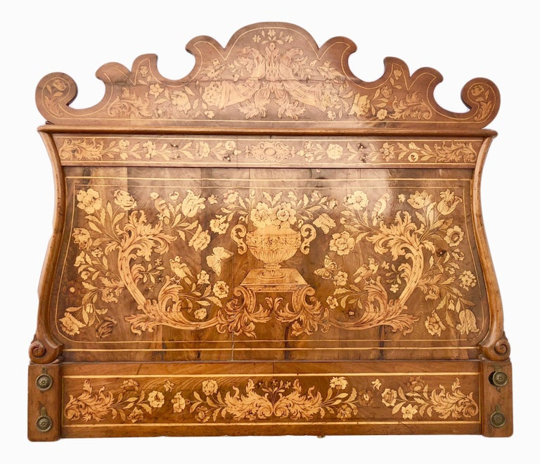 French Thomas Hache Louis XIVth Marquetry Children's Bed, 1690 In Good Condition For Sale In Petaluma, CA