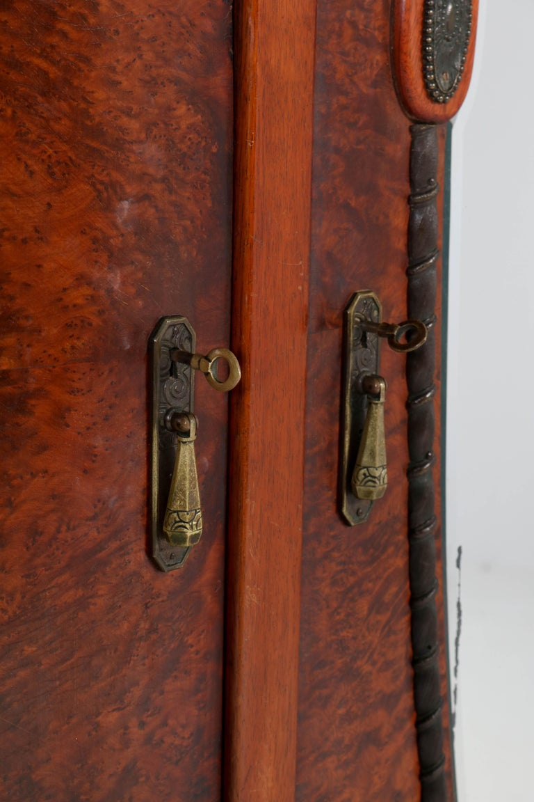 French Thuya Burl Art Deco Wardrobe or Armoire, 1930s In Good Condition For Sale In Amsterdam, NL
