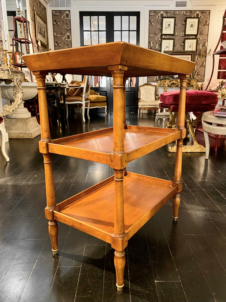 French Tiered Tray Table, Bronze Sabot Caps In Good Condition For Sale In Montreal, Quebec