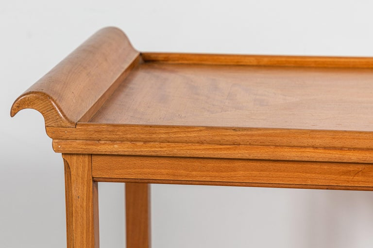 French Two-Tiered Deco Blonde Wood Tray Table In Good Condition For Sale In Los Angeles, CA
