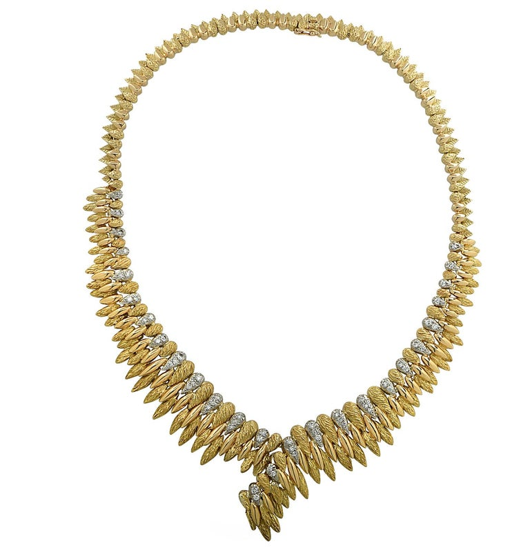French V-Shaped Diamond Necklace In Good Condition For Sale In Miami, FL