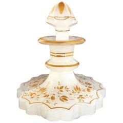 Französische Duft Glasflasche mit Stopper, Opalglas, vergoldet Emaille, viktorianischer Stil