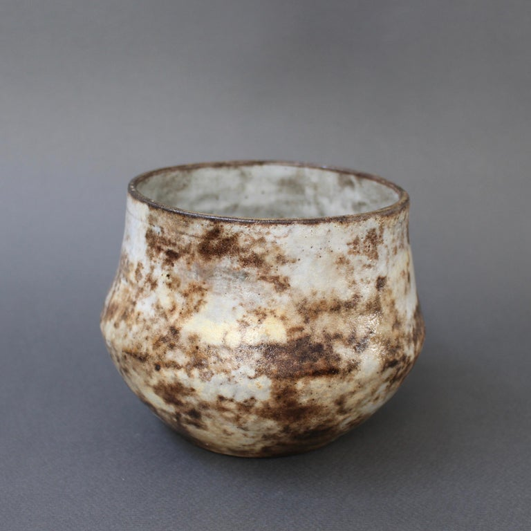 French ceramic decorative cachepot by Alexandre Kostanda, Vallauris, France (circa 1960s). In his trademark natural clay and rustic style, Kostanda created beautifully original vessels, such as vases, pitchers and pots which were both utilitarian