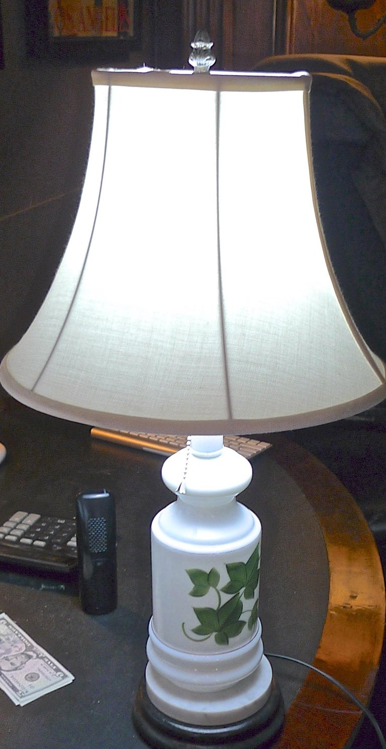 French Vintage Painted Milk Glass Table Lamp Mounted on a Wood and Marble Base For Sale 1