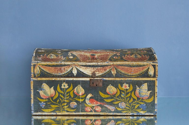 Vintage wooden wedding chest with beautiful floral decorations.