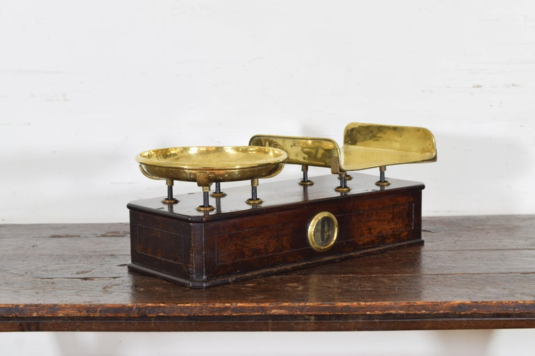 French Walnut and Brass Kilogramme Scale and Weights, Mid-19th Century For Sale 1