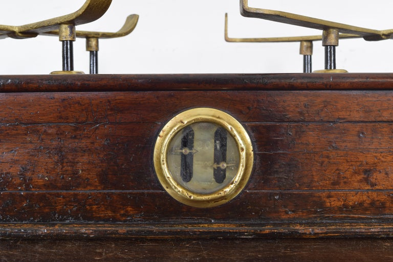 French Walnut and Brass Kilogramme Scale and Weights, Mid-19th Century For Sale 4