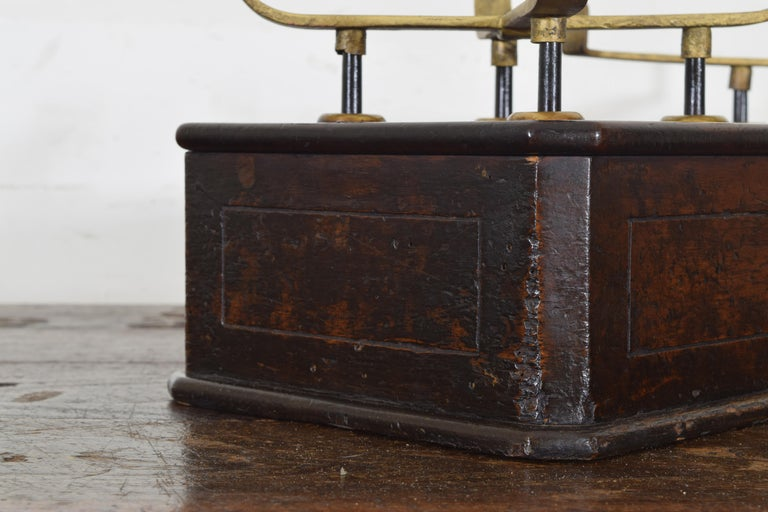 French Walnut and Brass Kilogramme Scale and Weights, Mid-19th Century For Sale 5