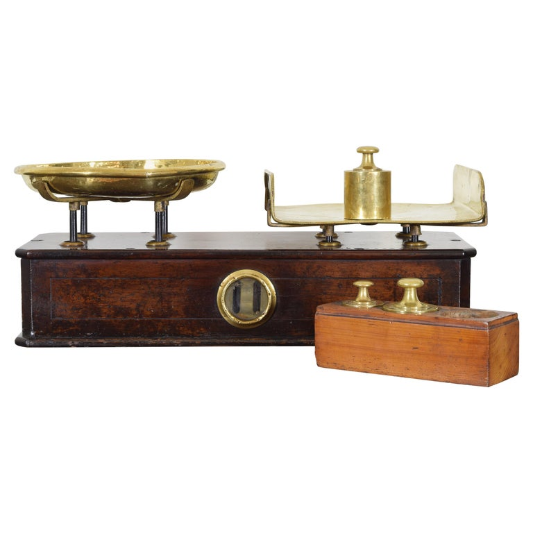 French Walnut and Brass Kilogramme Scale and Weights, Mid-19th Century For Sale