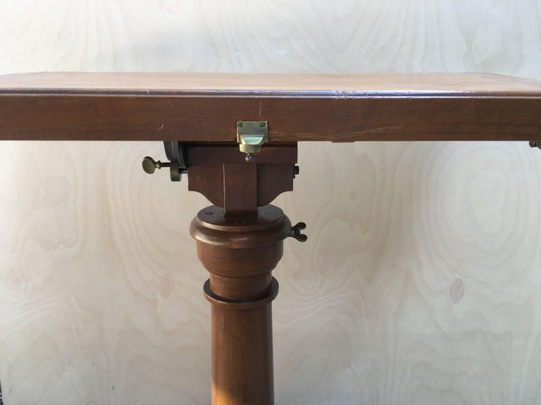 French Walnut Dupond Adjustable Bookstand from 1920s In Good Condition For Sale In Florence, IT