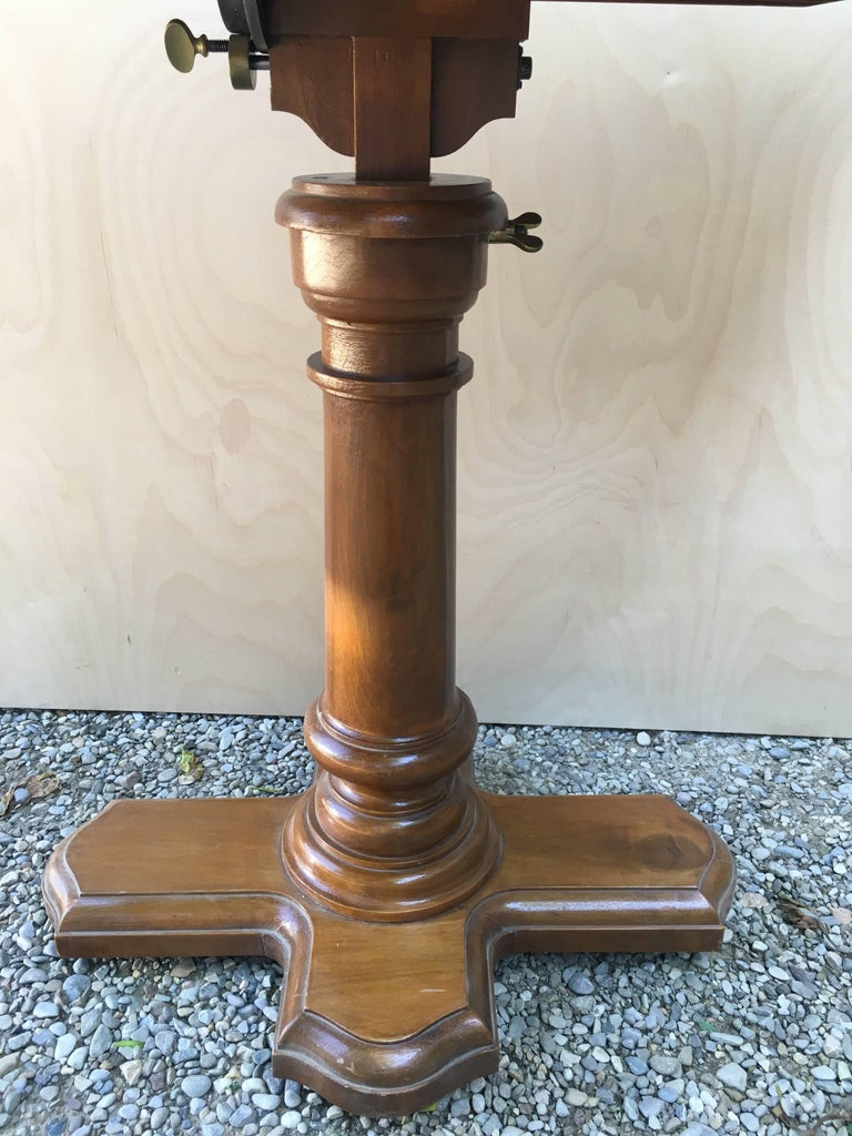 Early 20th Century French Walnut Dupond Adjustable Bookstand from 1920s For Sale
